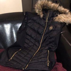 MICHAEL Michael Kors - Puffy gold accented vest L